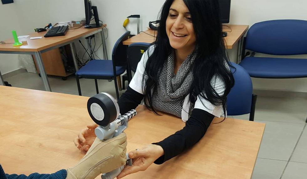 Лечение переломов в Израиле с помощью перчаток