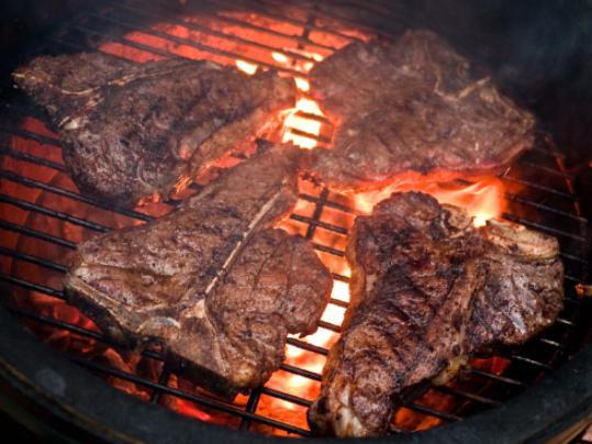 Израильские ученые: красное мясо вредит печени
